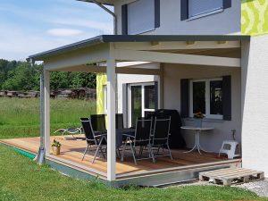 kreativ-holzbau-lohr-terrasse-mit-ueberdachung